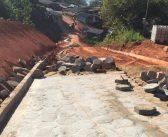 Pavimentação em bloquetes está a todo vapor na comunidade do Belo Monte